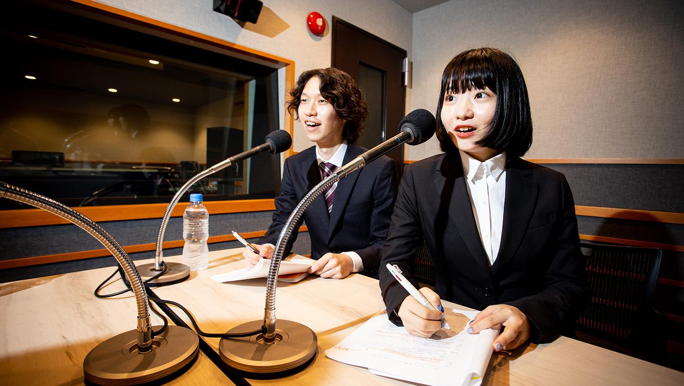 新入社員がラジオのMC